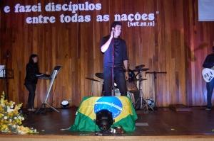 Show do Pe Rafael Contini emocionou jovens no Colégio Santa Marcelina